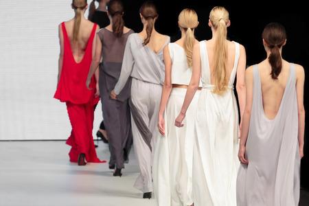 buổi trình diễn thời trang