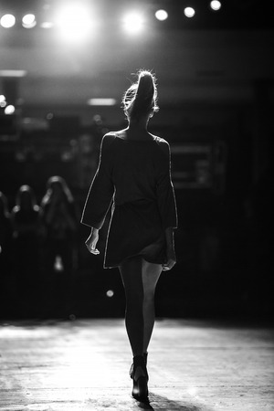 Desfile de moda Foto de archivo - 58802688