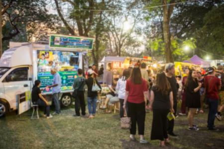 祭り: 意図的にぼやけてフード トラック フェスティバル