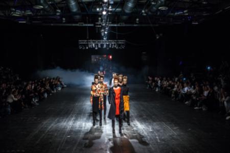 패션쇼, 캣워크, 활주로 행사가 의도적으로 흐려짐