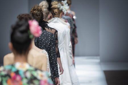 Desfile de moda, evento de pasarela, foto temática del desfile de pasarela. Foto de archivo