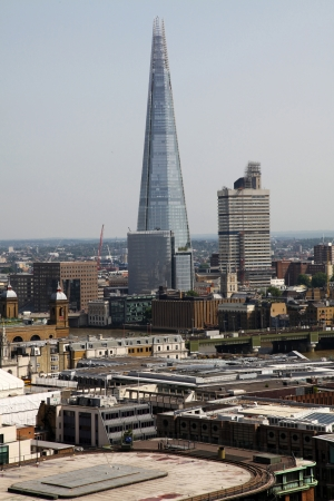 scherbe: The Shard and Southwark Bridge in London, United Kingdom