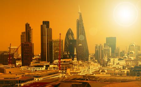 City of London een van de toonaangevende centra van globale finance.This weergave bevat Toren 42 Augurk, Willis Building, Stock Exchange Toren en Lloyd `s van Londen en Canary Wharf op de achtergrond Stockfoto