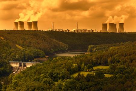 residuos toxicos: Central nuclear Dukovany en la Rep�blica Checa Europa Editorial