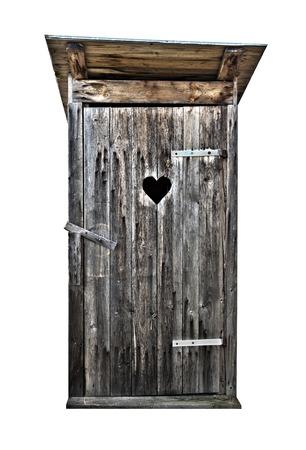 Kleine houten buiten wc geïsoleerd op wit, hdr