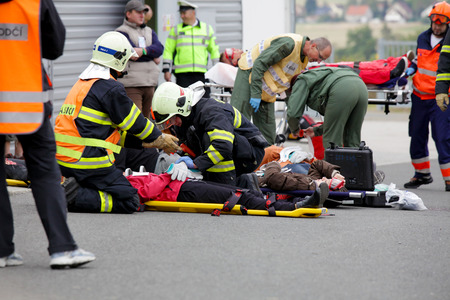 escorting: CZECH REPUBLIC Pilsen, 30 NOVEMBER, 2015: A team of emergency medical services at work, he wounded a stretcher at the scene of a car crash