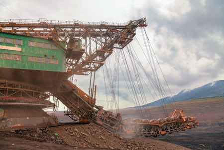 huge: Huge coal mining, coal machine
