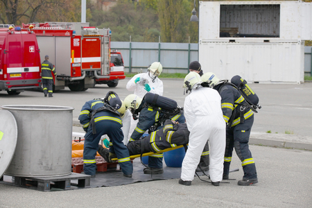 CZECH REPUBLIC, PLZEN, Junya 4, 2014: Fire Departments and emergency team in protective suits. 에디토리얼
