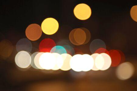 Lumières de bokeh de couleur défocalisé