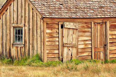 Old wooden barn in Bodie village Stock Photo - 11509946