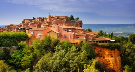 Roussillon Dorf Blick auf den Sonnenuntergang, Provence, Frankreich Standard-Bild - 15411920
