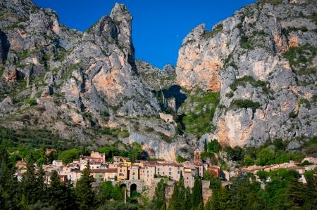 Moustiers Sainte Marie Blick auf das Dorf in der Provence, Frankreich Standard-Bild - 16589337