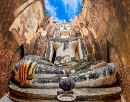 chum: Large Sitting Budha in Wat Si Chum temple in Sukhothai, Thailand
