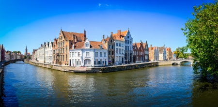 Panorama view of river canal and colorful houses in Bruges, Belgium Zdjęcie Seryjne