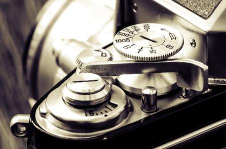 Detail der alten klassischen mechanischen Kamera wählt im Vintage-Stil Standard-Bild - 26659796