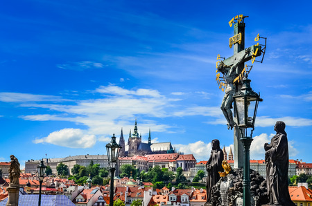 praha: View of Prague castle from Charles Bridge with cross and statues, Czech Republic Stock Photo