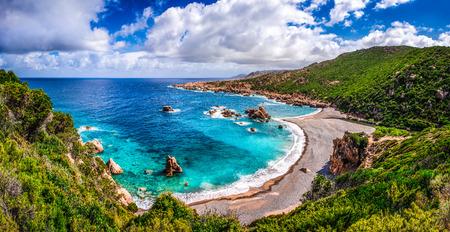 코스타 파라디소, 사르데냐, 이탈리아의 아름 다운 바다 해안선 스톡 콘텐츠