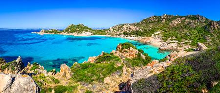 Schöne Meer Küste Strand Panorama im Maddalena-Inseln, Sardinien, Italien Standard-Bild - 30663194