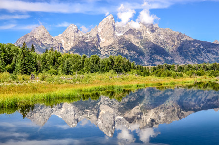 Grand Teton mountains landscape view with water reflection, Wyoming, USA 免版税图像
