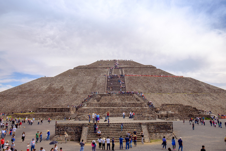 crowds of people: TEOTIHUACAN, MEXICO - 28 DECEMBER 2015: Crowds of people in front of Pyramid of the Sun, Teotihuacan, Mexico