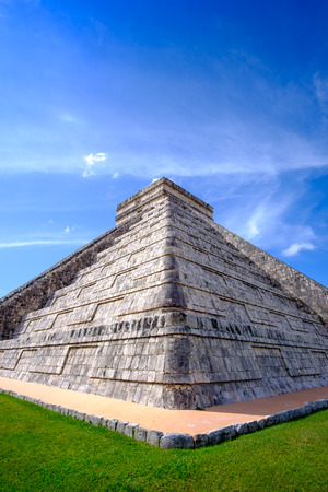 Detail view of famous Mayan pyramid in Chichen Itza, Mexico 版權商用圖片