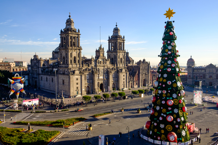 View of Zocalo, cathedral and Christmas tree in Mexico city, Mexico 免版税图像 - 51654023