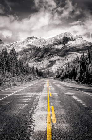 canadian rockies: Landscape view of the road on Icefields parkway in Canadian Rockies, Banff and Jasper NP Stock Photo