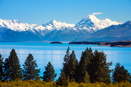 Scenic view of Lake Pukaki and Mt Cook, Southern Alps, New Zealand Stock Photo