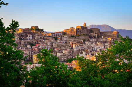 Scenic sunset view of Castiglione di Sicilia village, Sicily, Italy Imagens