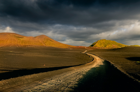 Landscape view of Lndmannalaugar volcanic mountains and the road, Iceland, Europe 免版税图像