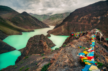 Landscape view of mountains, canyon and turquoise lake, Tibet, Asia Zdjęcie Seryjne