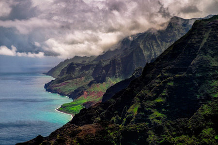 Dramatic landscape view of Na Pali coastline, Kauai, Hawaii, USA 免版税图像