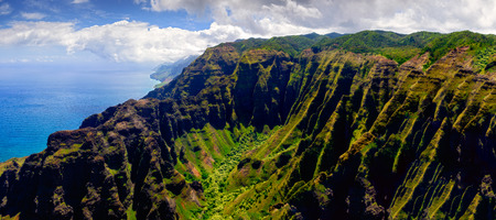Panoramic landscape view of Na Pali coastline in dramatic style, Kauai, Hawaii, USA 免版税图像