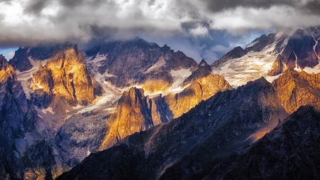 Detail of dramatic mountain range with colorful sunlight, Svaneti, Country of Georgia 免版税图像