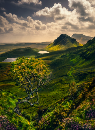 Scenic landscape view of Quiraing mountains in Isle of Skye, Scottish highlands, United Kingdom 免版税图像
