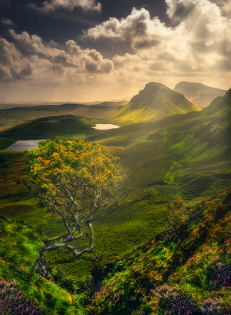 Scenic landscape view of Quiraing mountains in Isle of Skye, Scottish highlands, United Kingdom Imagens