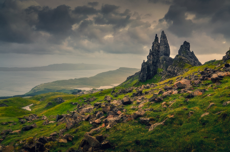Landscape view of Old Man of Storr rock formation, dramatic cloudy day, Scotland, United Kingdom 免版税图像
