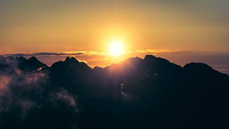 Beautiful panoramic landscape view of sunrise over High Tatras mountains, Slovakia, Europe 免版税图像