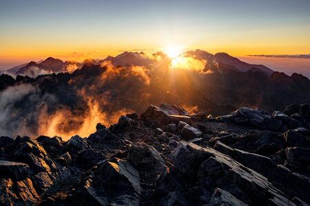 Sun rising over the beautiful mountains in High Tatras, nature landscape view, Slovakia, Europe 免版税图像 - 140357905