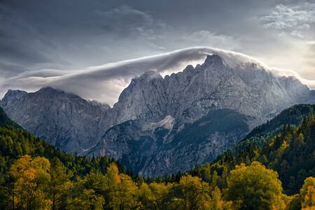 Mountain range landscape view with autumn foliage near Lake Jasna, Triglav NP, Slovenia, Europe 免版税图像 - 140357906