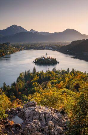 Scenic landscape sunrise at Lake Bled with colorful autumn foliage, Slovenia, Europe 免版税图像 - 132484893