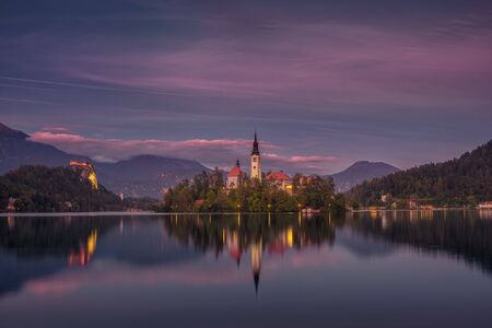 Colorful sunset landscape view of Lake Bled island and church, Slovenia, Europe 免版税图像