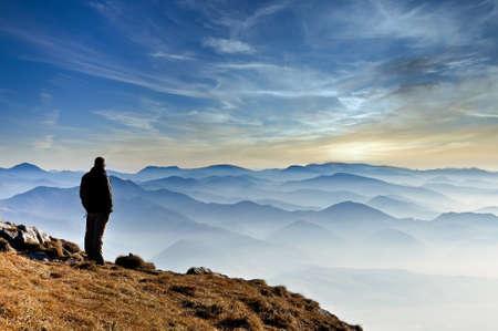 Landscape view of misty mountain hills and man silhouette, Mala Fatra, Slovakia 免版税图像 - 151576839