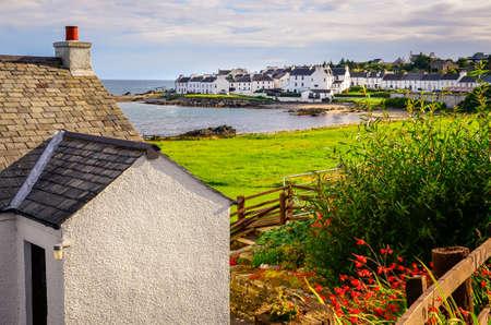 Landscape view of Port Charlotte houses on an ocean coastline, Isle of Islay, Scotland, United Kingdom 版權商用圖片
