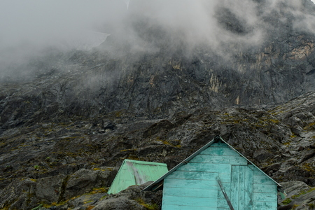 Cabin against a mountain background, Elena Hut against the background of Mount Stanley, Rwenzori Mountains Reklamní fotografie