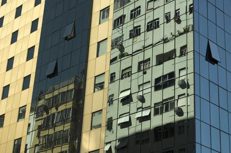 alumnos en clase: Edificios reflejados en otros edificios en R�o de Janeiro Foto de archivo