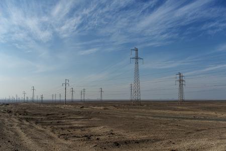 torres de alta tension: Torres de alta tensión en el desierto de Atacama de Chile y Argentina