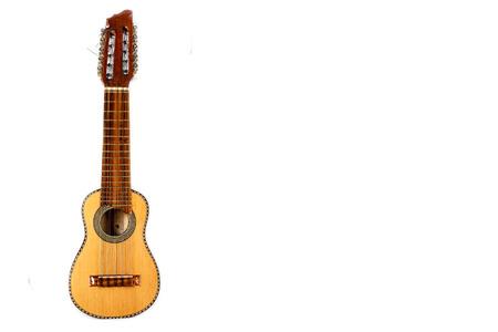 チャランゴ、アンデス インカ ゾーン、白い背景で隔離の典型的な楽器