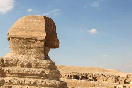 Profile the great Sphinx at the Giza pyramids complex, architectural monument in Egypt Reklamní fotografie