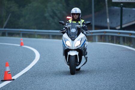La Massana, Andorra: 2019 Sep 29: Circulation agent riding motorcycle in La Massana, Andorra. Redactioneel